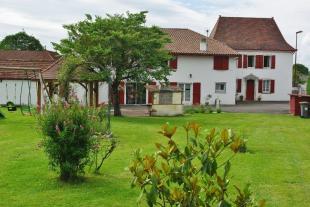 Secteur: Sauveterre-de-Bearn Country House for sale