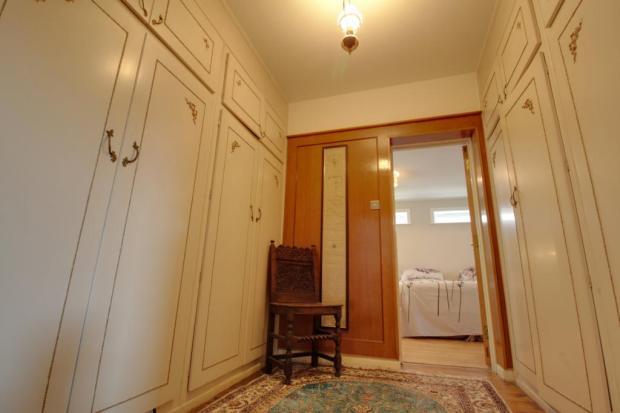 Hallway / walk through changing room