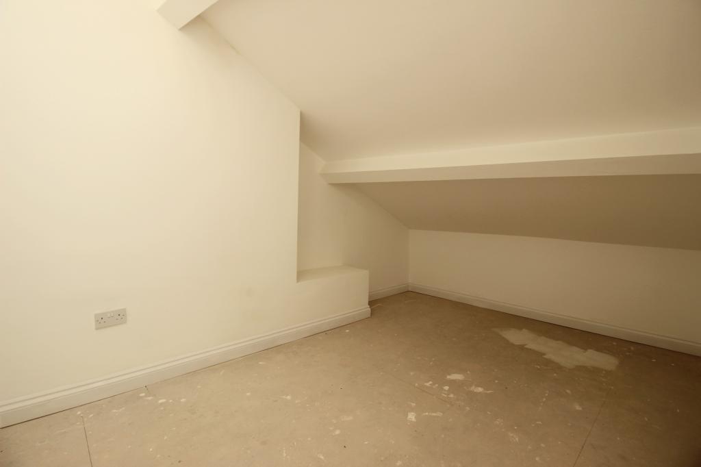 2nd floor double bedroom.