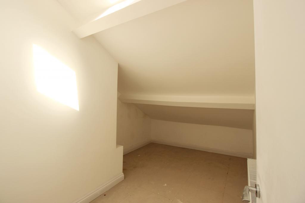 2nd floor single Bedroom.