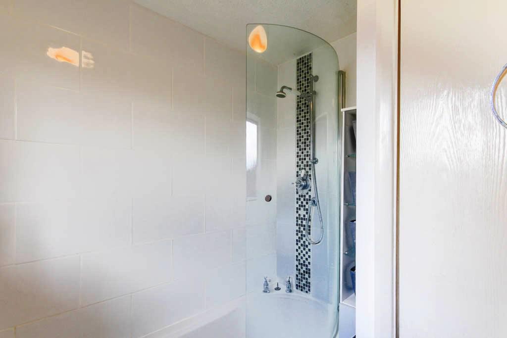 Bathroom (Power Shower over Bath)