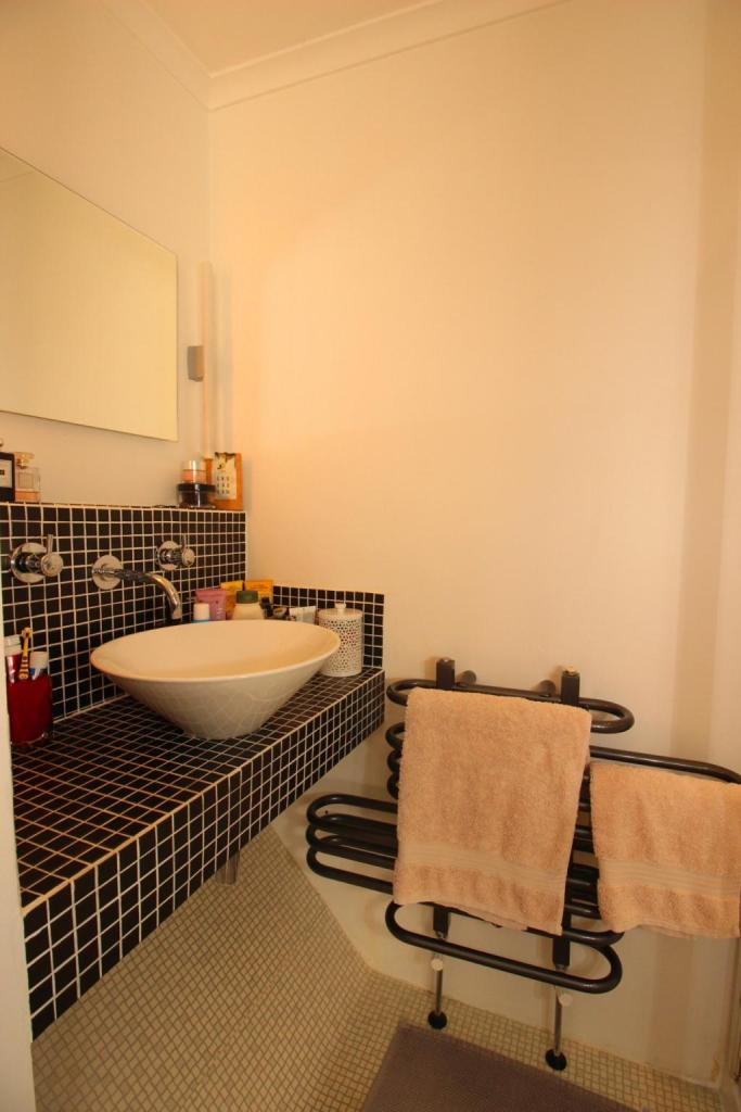 Bathroom (Shower room to bed 1.)