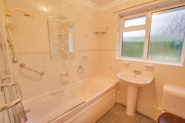 Bathroom (Bathroom )