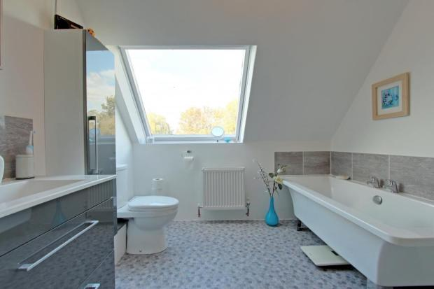 Bathroom (Ensuite to Master Bedroom)