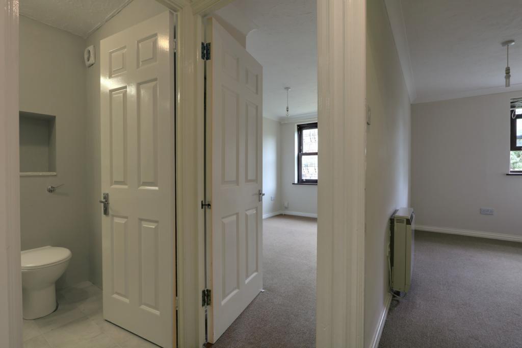 Hallway through to bedrooms
