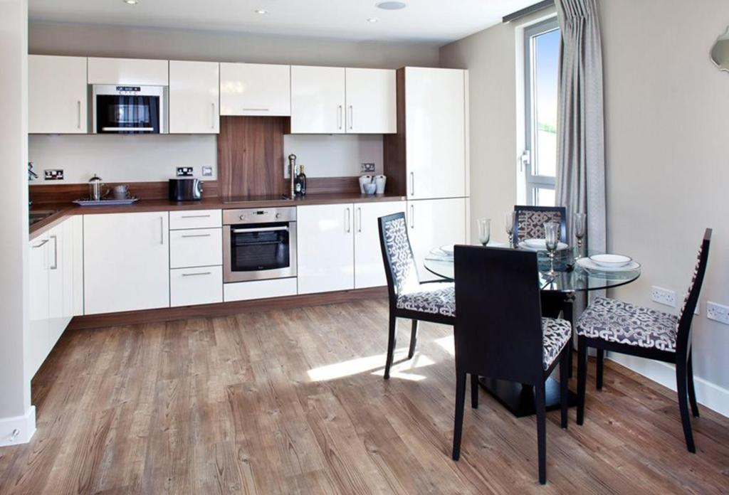Wood flooring kitchen design ideas photos inspiration for Kitchen flooring ideas uk