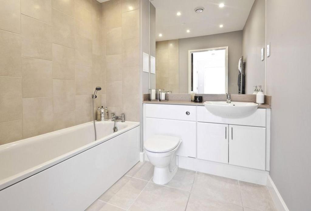 2 Bedroom Flat For Sale In Battersea Park Road Battersea