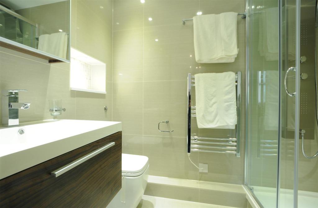 65 BC bathroom.JPG