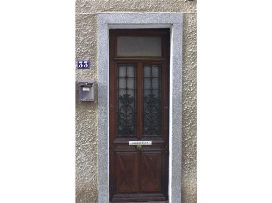 Front door/Porte d'entrée
