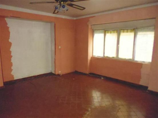Apt 2  Living room/Salon