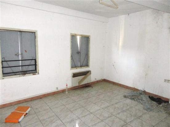 Apt 3  Living room/Salon