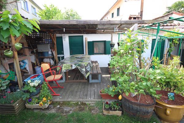 Summer kitchen/cuisine d'été
