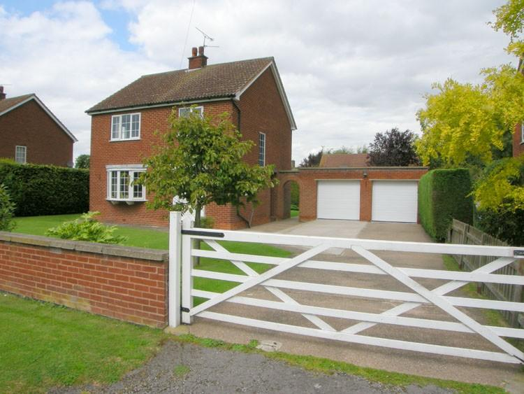 4 bed Detached house in The Green...