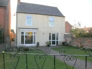 Detached property to rent in Alma Road, Retford, DN22