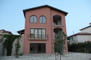 5 bedroom Detached property in Istanbul, B�y�k�ekmece...