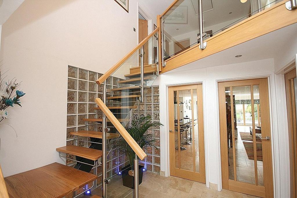 Stair & Gallery