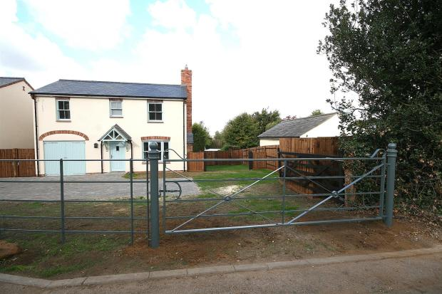 Gated Front No 7
