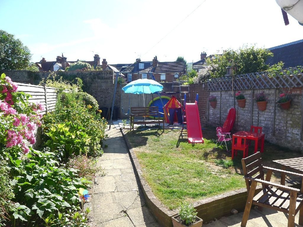 4 bedroom terraced house for sale in green street for Classic house green street