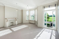 Flat to rent in Clapham Common North...