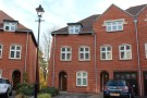 Town House to rent in Highcroft Road...