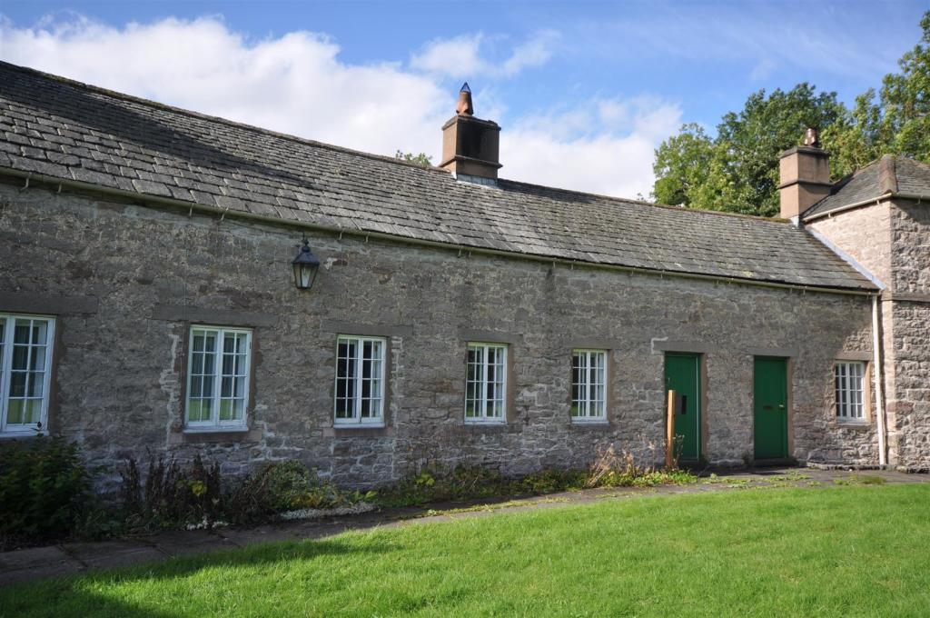 25 Lowther Village