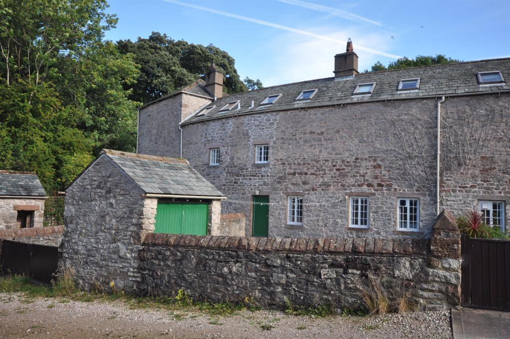 25 Lowther Village R