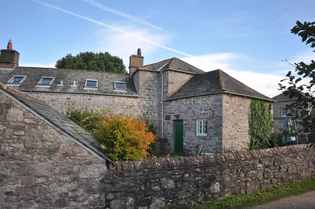 23 Lowther Village R