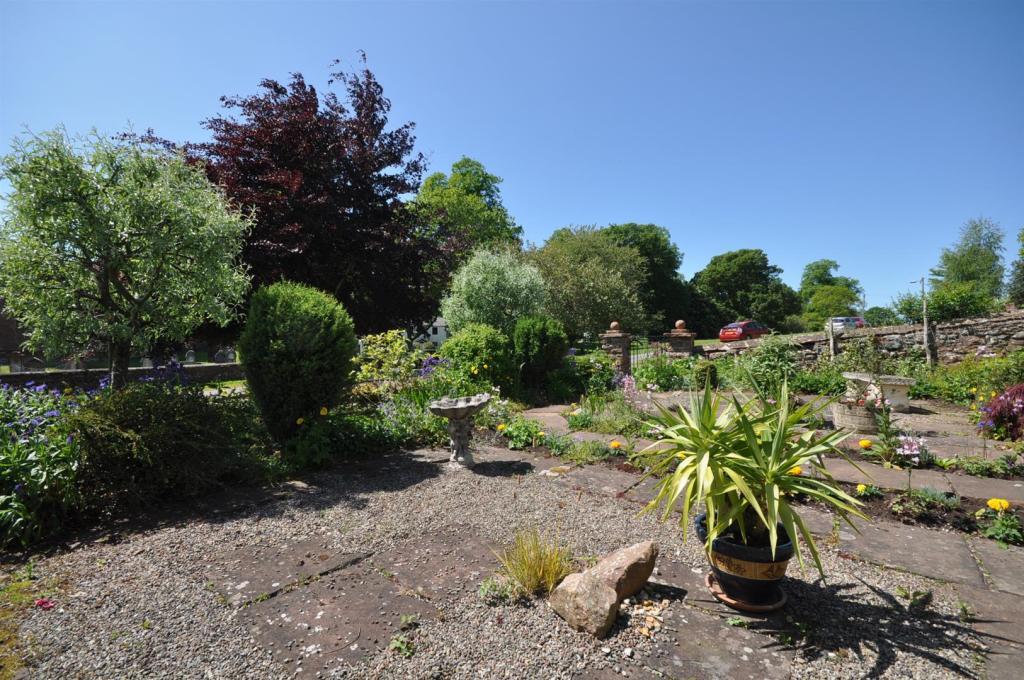 Forecourt Garden