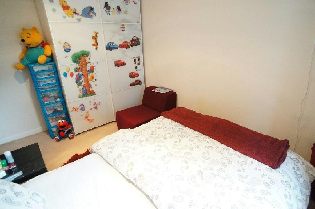 2nd Photo of Bed 1