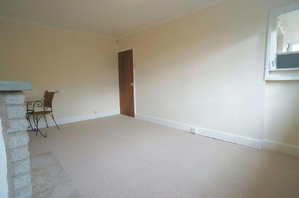 3rd Photo of Lounge