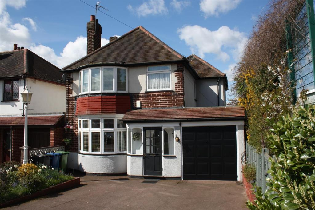 3 bedroom detached house for sale in tamworth road two gates tamworth b77