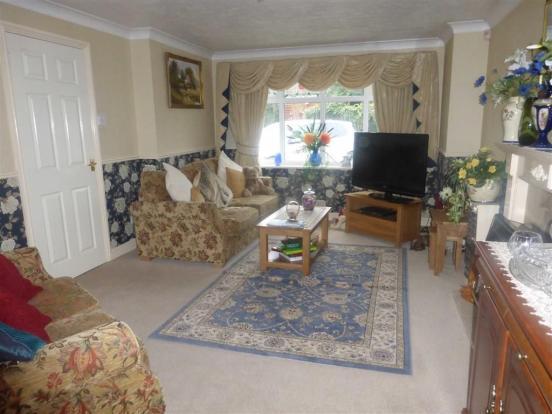 Attractive lounge (f