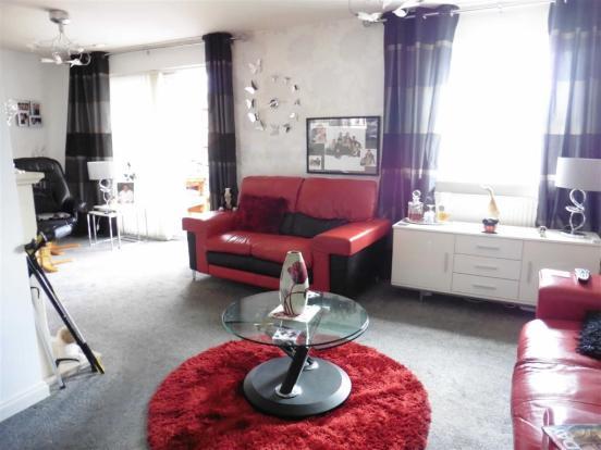 L-shaped lounge/dini