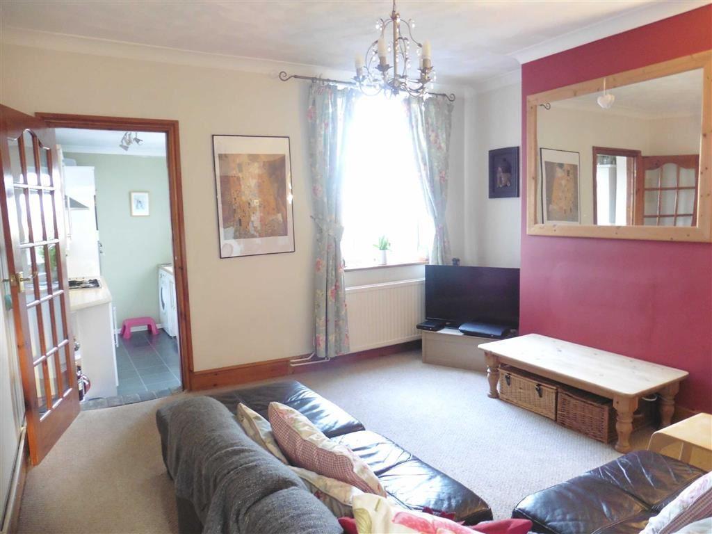 Spacious lounge (rea