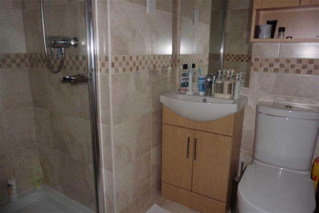 En- suite shower