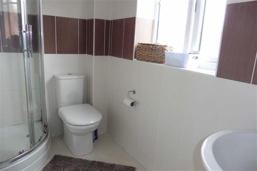 Fully tiled en-suite