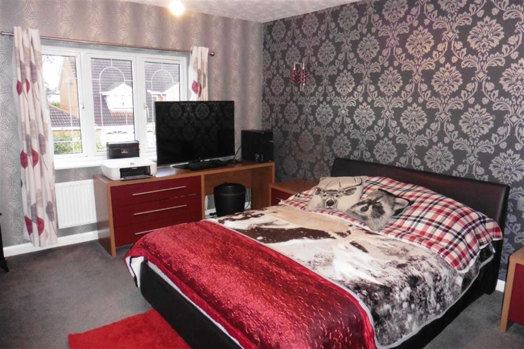 Bedroom 1 (front) wi