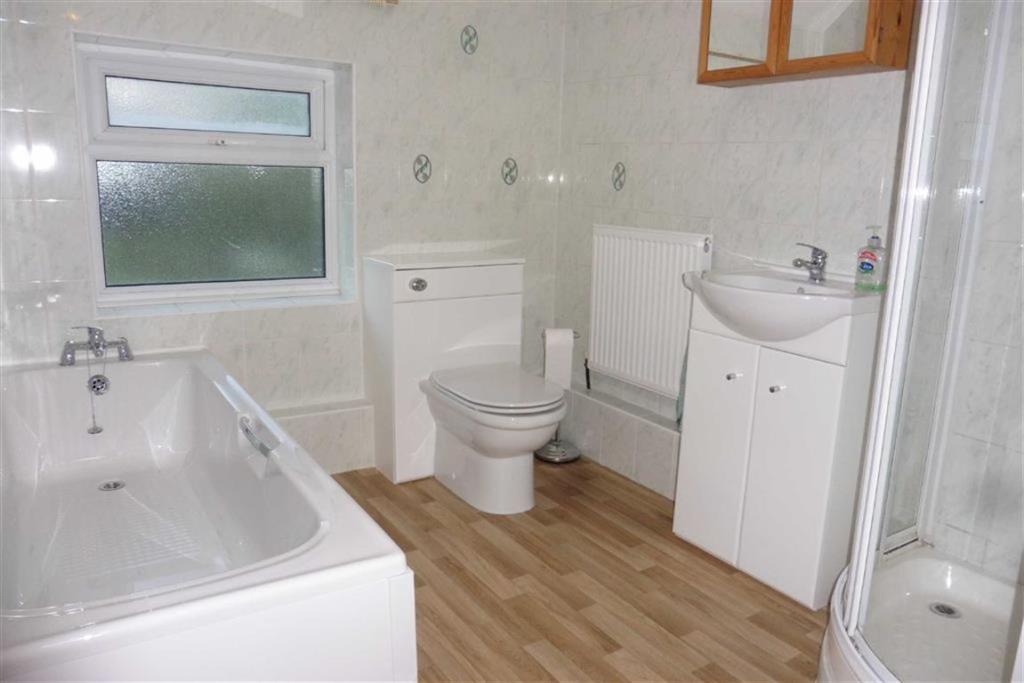 Modern bathroom (rea
