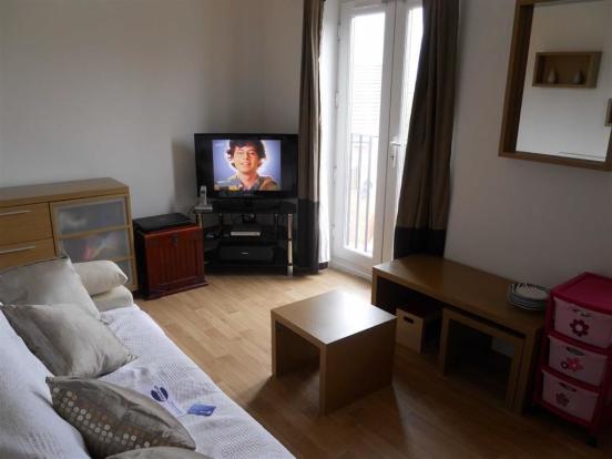 Spacious lounge (sid