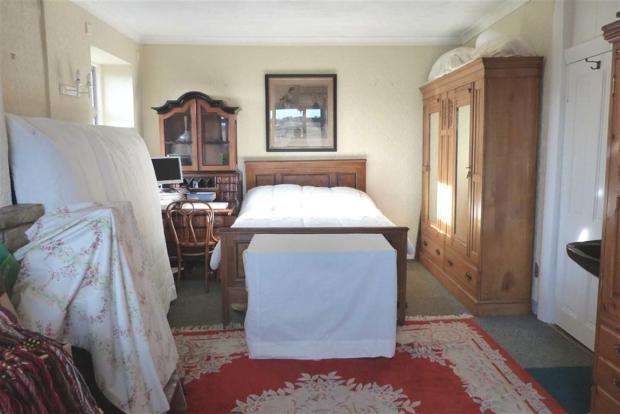 BEDROOM 1/LOUNGE