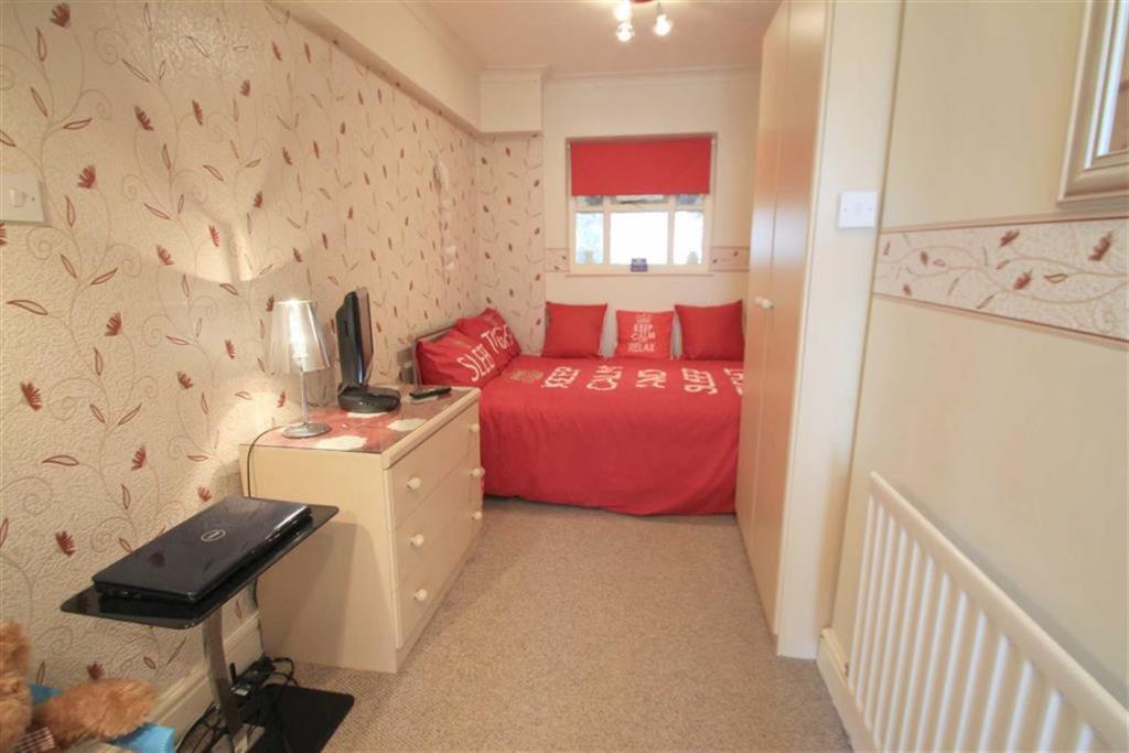 Downstairs Bedroom/R