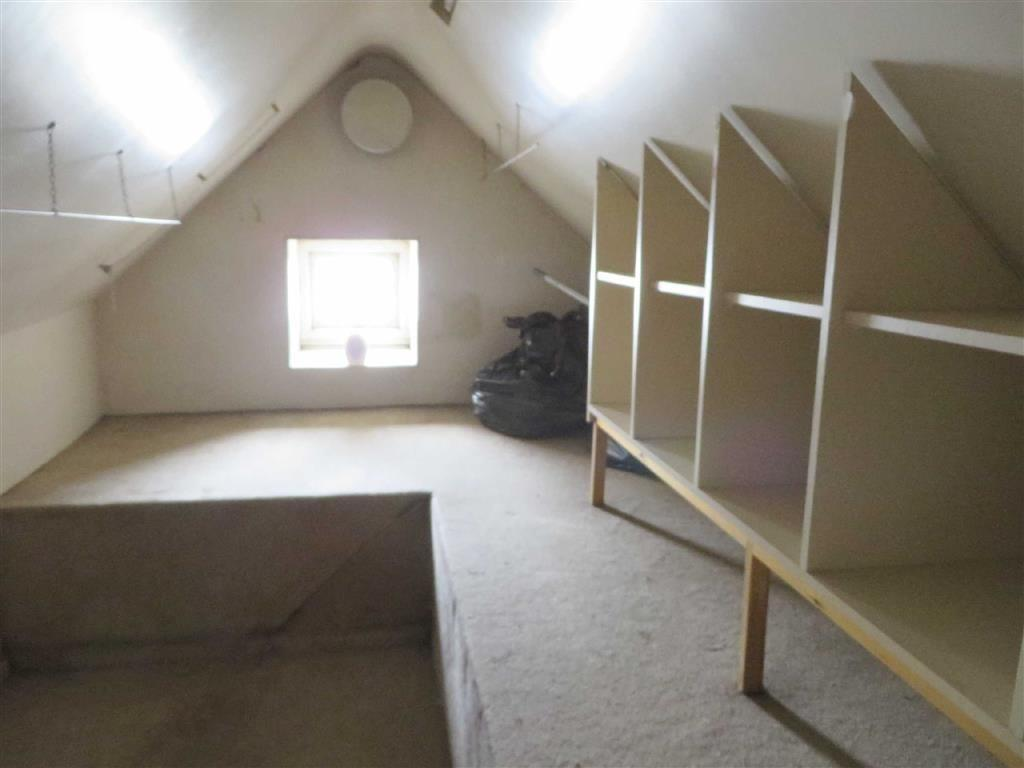 2 bedroom detached house for sale in markfield road groby for Houses for sale with attic room
