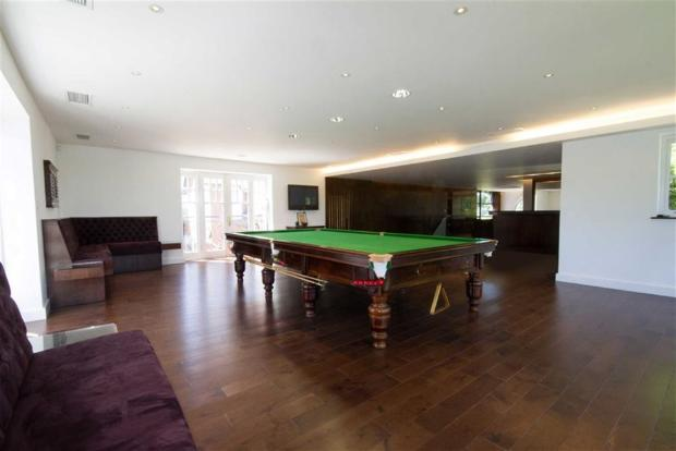SNOOKER\GAMES ROOM