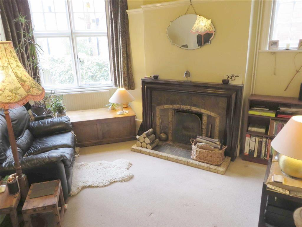 MIDDLE SITTING ROOM