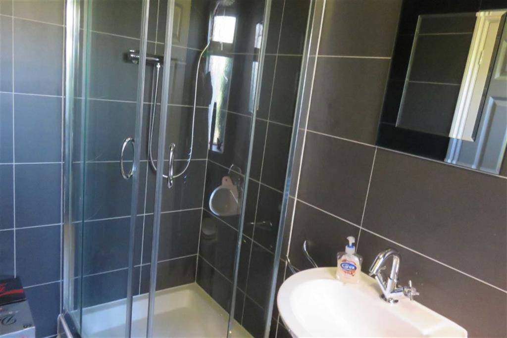 RE-FITTED EN-SUITE S