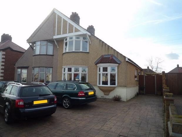 3 Bedroom Chalet For Sale In Westwood Lane Welling Da16