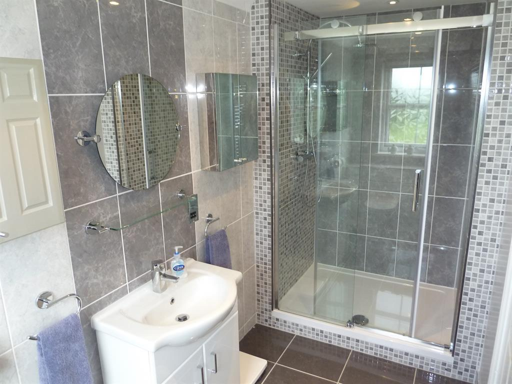 Master Ensuite Shower room