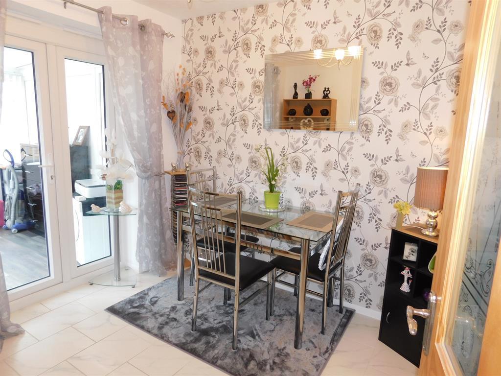 Bedroom 2 / Dining Room