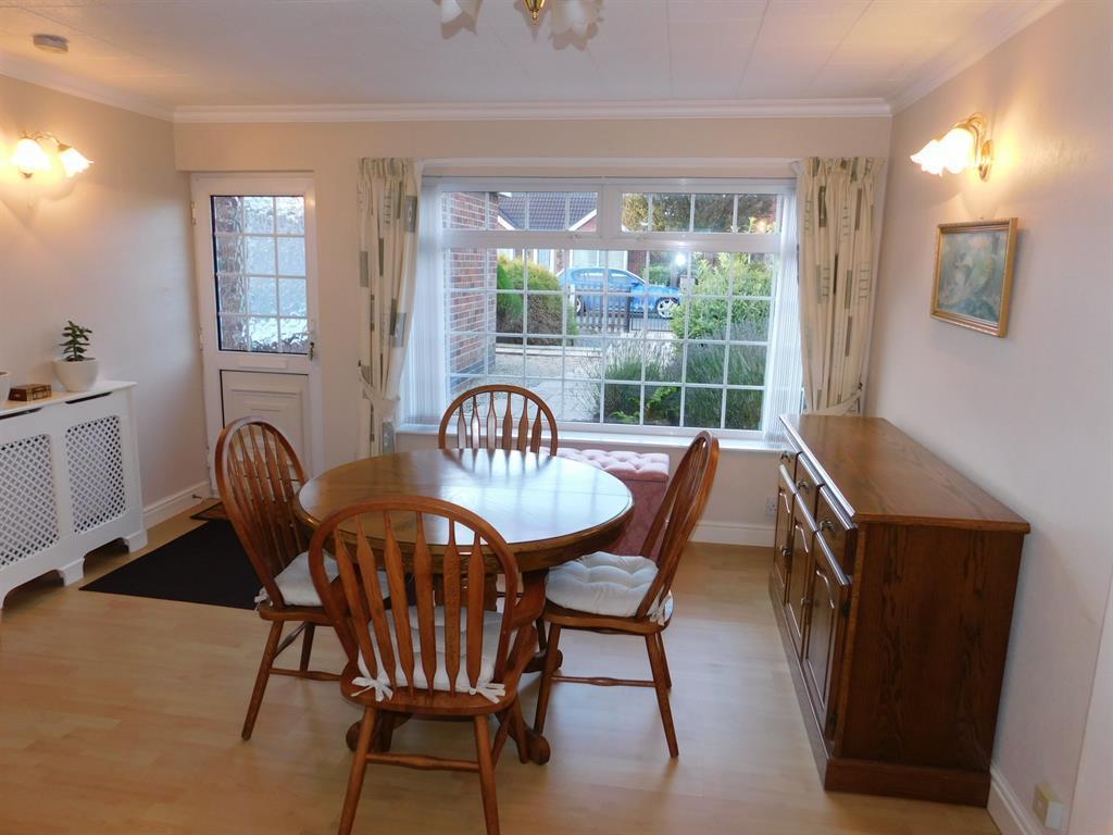 Living / Dining Room 1