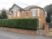 2 bed Flat to rent in Richmond Wood Road...